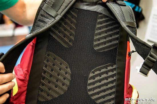 Der erste Evoc Rucksack mit guter Rückenbelüftung: Der neu entwickelte Rücken für das neue Sortiment an Tourenrucksäcken soll für niedrige Temperaturen am Rücken sorgen
