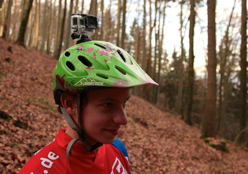 Kleiner und leichter sitzen auch leichte Helme noch bequem.